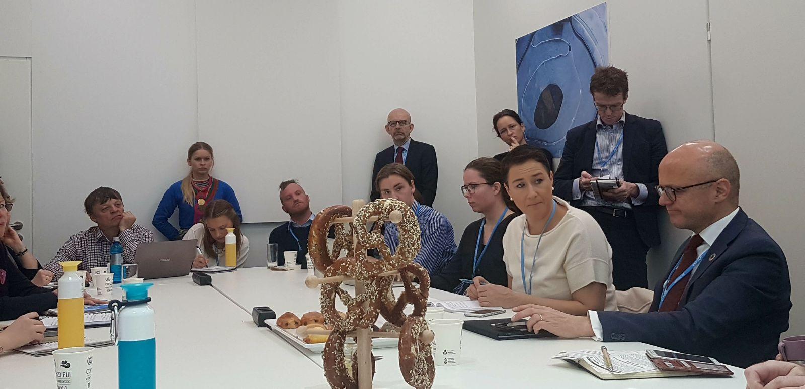 Klima- og miljøminister Vidar Helgesen møter norske organisasjoner
